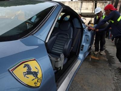 Fugiu aos impostos e esmagaram-lhe o Ferrari