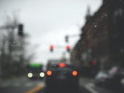 Regras básicas para conduzir com chuva e mau tempo
