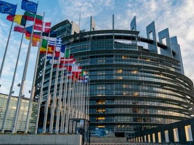 Segurança rodoviária. Europa quer 0% de álcool, 30 km/h nas cidades e sem telemóvel