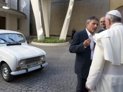 Renault 4L: o carro conduzido pelo Papa Francisco