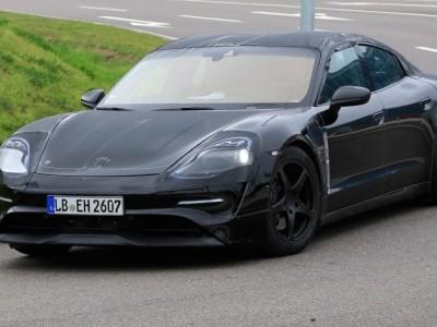 Porsche Mission E em testes com Tesla Model S